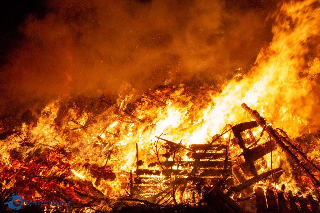 paasvuur, pasen, stankoverlast, brandlucht, brandweer,  paasvuren