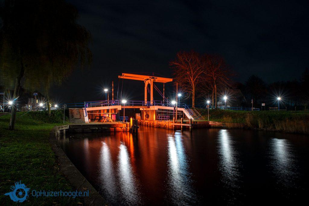 Oranje verlichting geweld Huizen brug Aanloophaven