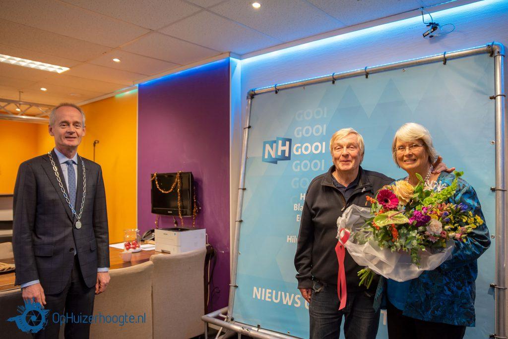 Hans de Wildt met zijn vrouw en burgemeester Niek Meijer