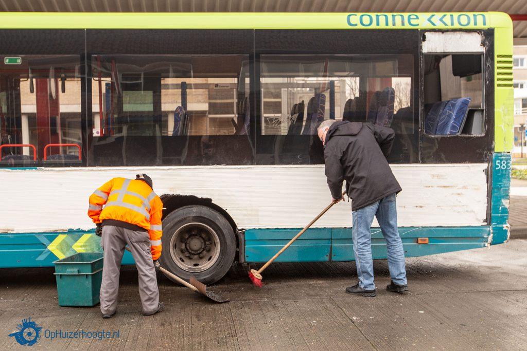 Botsing bussen busstation Huizen