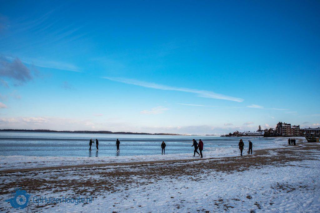 Eerste stappen ijs Gooimeer